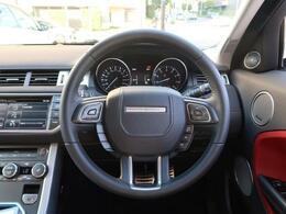 ドライビングシートから操作のしやすいスイッチ配置で、操作性・機能性共に優れたデザインです。メーターの視認性、ステアリングの程よいグリップ感、是非ご来店いただきご体感くださいませ。