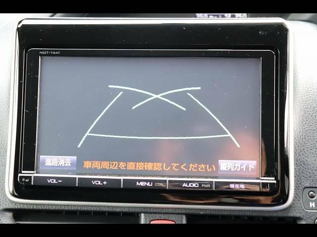 トヨタ純正ナビを装備しております。フルセグ、ブルートゥース接続可、DVD再生も可能です。バックカメラを装備しておりますので車庫入れが不安な方でも後方確認が容易に行えます。