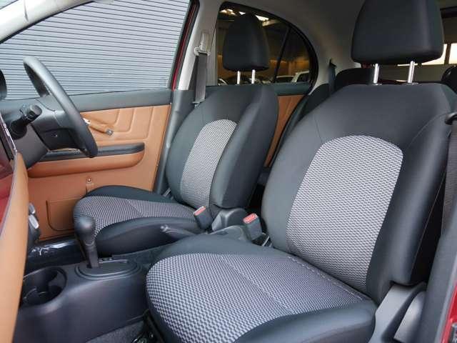 前席シートです。お好みのシートカバーもお取付可能です。