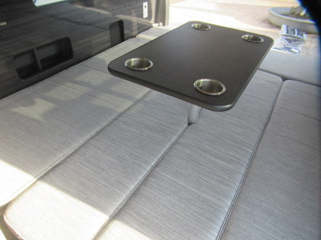 テーブルを装着したままでもベット展開可能です!お座敷仕様としてもお使い頂けます♪