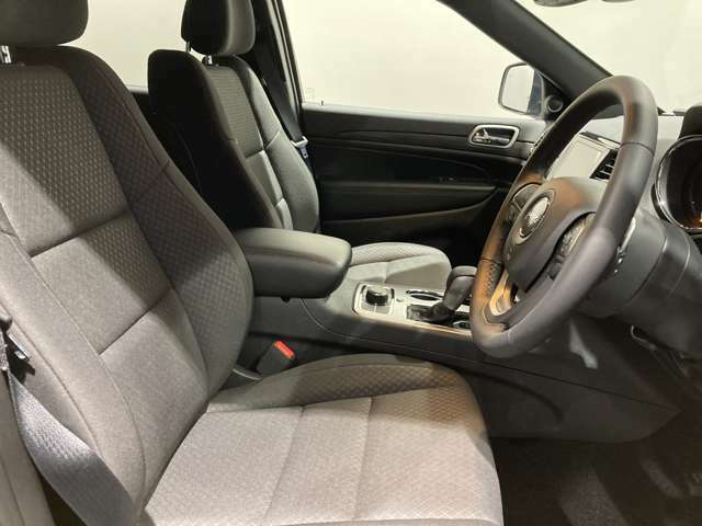 フロントシートのクッション性が高く快適にお乗り頂けます。