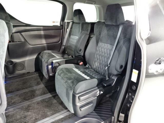 後部座席のお連れ様にも快適な空間です。