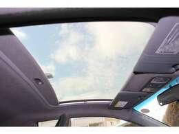 ガラスルーフで開放感があります。冬や春先は気持ち良くドライブが楽しめます。