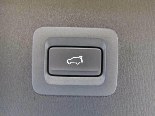 電動リヤゲート搭載。ワンタッチで開閉可能です。
