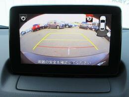 CX-3にはバックカメラが標準装備。大きな車両ではありませんが、あれば車庫入れ時などに交換は大きいですね。