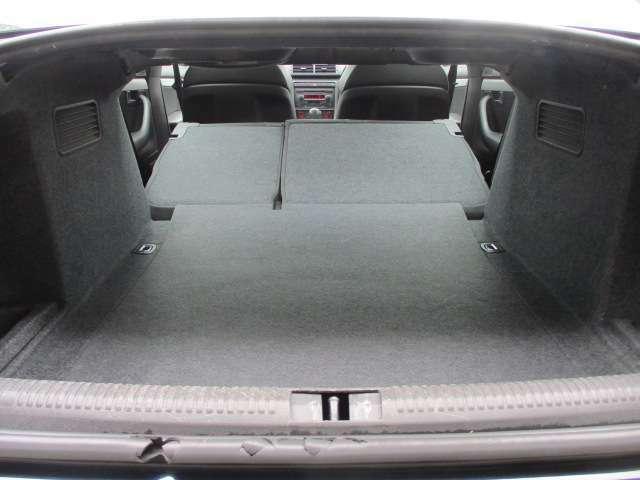 Bプラン画像:トランクルームは後部座席を倒すと車内とつなぐ事が可能です♪大きい荷物や長さの有る物も積むことも出来ます♪