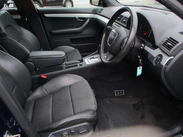 広々とした運転席は窮屈感等のストレスを感じません♪シートは質感も良く肌触りも良好です♪電動シートですので、好みのシート位置への調整もラクラクです♪
