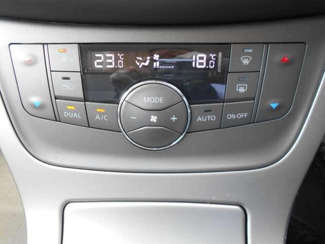 オートエアコンついてます。温度調整・風量調整も自動でしてくれますから想像以上に便利な装備なんですよ。