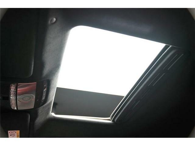 解放感のあるスライド、チルト式サンルーフも付いており、ドライブシーンに合わせてお楽しみください。