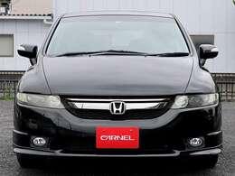 【オートライトシステム装備車】車外の環境に合わせてライトを点灯するスマートなシステムです。夕暮れや、トンネル入り口では瞬時に点灯するなど、点灯、消灯を自動で切り替えられる快適装備です。