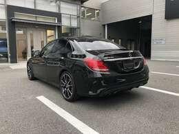 メルセデスベンツ認定中古車2年保証すのでご購入後も安心してお乗り頂く事ができます。