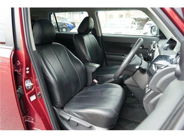 運転席のシートにはシートリフター装備☆お好みのシートポジションにセットできる機能です☆シートコンデション良好です☆