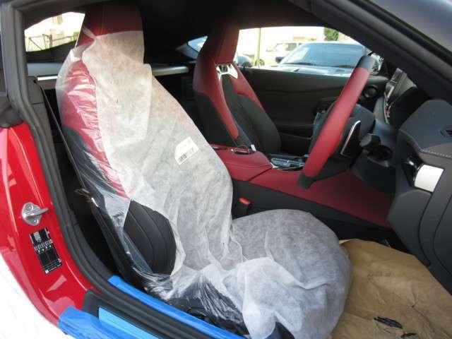 運転席&助手席8ウェイパワー+電動ランバーサポート+サイドサポート幅調整ができます!