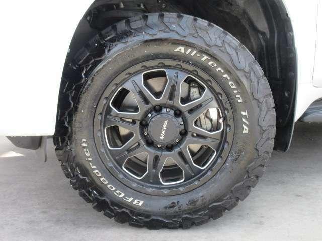 社外MKWアルミホイール&BFグッドリッチタイヤ装着♪ SUVでは大人気の仕上がりです♪ とてもカッコよく仕上がっております♪
