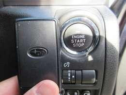スマートキー&プッシュスタート機能♪ ブレーキを踏んでボタンワンタッチにてエンジン始動が可能になります♪ とても便利な機能になります♪
