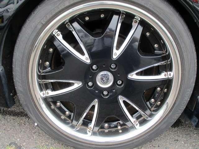 アルミホイール装着!タイヤサイズはF235/35 R19です!R245/40R19です!