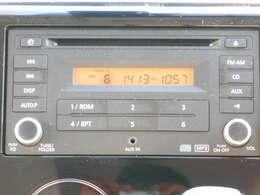 純正CDチューナー搭載♪新品のナビを取り付けることも出来ますので詳しくはスタッフまでお問い合わせ下さい。トランスミッターを取り付けると、携帯の音楽を車で流すことが出来ます♪