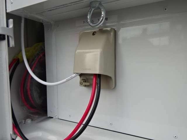 外部電力供給 外部充電が可能。オートキャンプ場などで停電中も接続しておけば安心です。