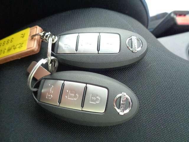 【インテリジェントキー】ボタン1つでOK!!お買い物で両手が塞がっている時もキーをポケットに入れていれば、ボタン1つでドアロック開閉できます!エンジンスタートの操作までもボタン1つ!