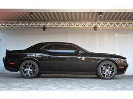 ブラックのボディもとてもきれいな1台です。