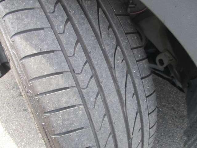 タイヤの溝も残っていますよ。