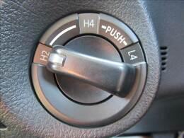 パートタイム4WDシステム。2WD→4WDの切り替えが可能。通常は燃費の良い2WD走行でドライブをお楽しみいただけますよ