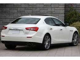 ボディカラーはビアンコ・アルピとイタリア車ならではの大変美しいパールホワイトとなっております。
