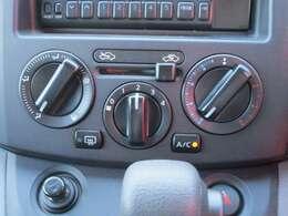 大きなダイヤルで操作性の良いエアコンは快適ドライブの必需品ですね♪
