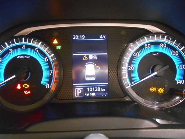 走行距離10,128kmです!カラーメーターで夜間でも見やすくなっています!