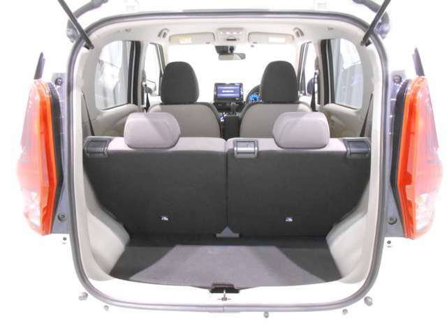トランク側から後席シートアレンジが可能になっています!通常時でもしっかりと荷物を積むことが可能です!