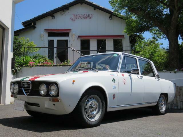 1972年モデル Alfa Romeo 2000 BERLINA 5MT ビアンコ D車 右H