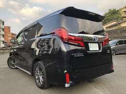 黒皮シート(エグゼクティブシート)、Wサンルーフ、メーカーナビ、JBLサウンド、後席モニター、ブラインドスポットモニター、ステアヒーター、セーフティセンス、3眼LEDヘッド、ドラレコと装備も◎です。