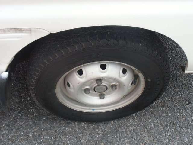 タイヤホイールの状態です。溝もまだたくさんあります。