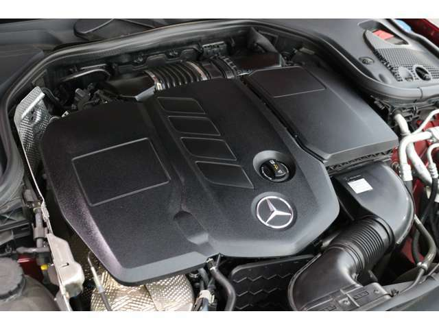 心臓部には2,000cc 直列4気筒DOHCターボエンジンを搭載し、カタログ値194馬力を発生させます!環境性能にも優れ燃費効率を向上させるECOスタート&ストップ機能を搭載!