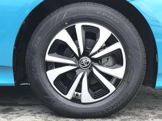 【純正15インチアルミホイール】タイヤサイズは195/65/R15です。