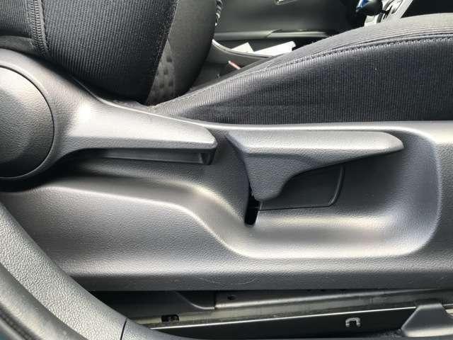 【運転席シートリフター】座席の高さの調整が可能です!適した着座位置での運転は安全に繋がります♪
