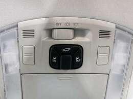 両側パワースライドドア搭載!!スマートキーからでもドア開閉が可能となり、手荷物一杯でも快適にお乗り頂けます!!さらにパワーバックドアも同時搭載しております!!スイッチ一つでドア開閉が可能となります!