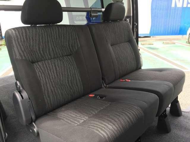 貨物車なのに、乗用車としても十分使える上質なリヤシート。