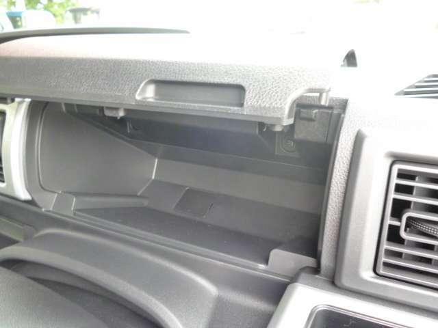 運転席側の収納です