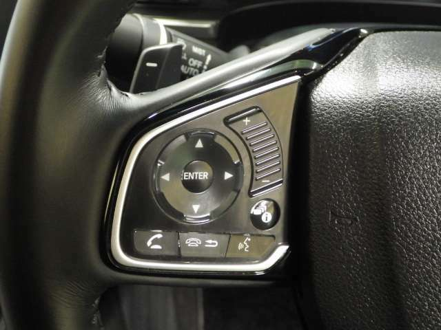 ハンドルの左側にはオーディオコントローラーが装備されています♪                                      ホンダカーズ東京中央 北池袋店  03-3959-1155