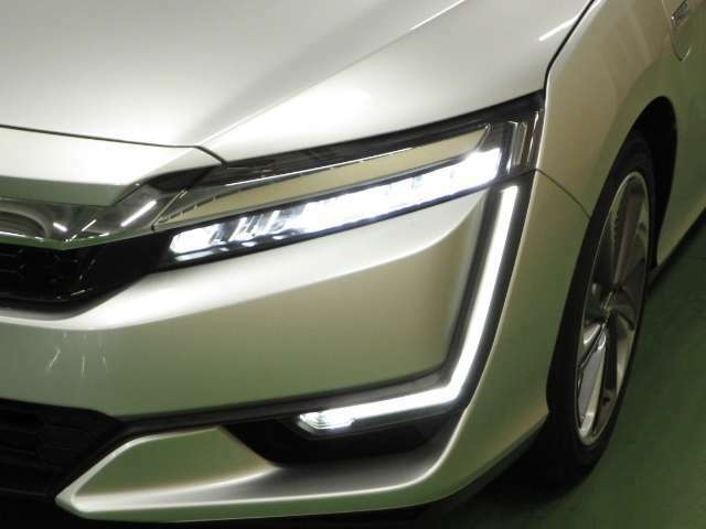 LEDヘッドライとフォグライト付きなので夜間のドライブも安心です♪                                      ホンダカーズ東京中央  北池袋店  03-3959-1155