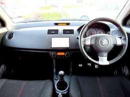 スポーティーな運転席となっております。