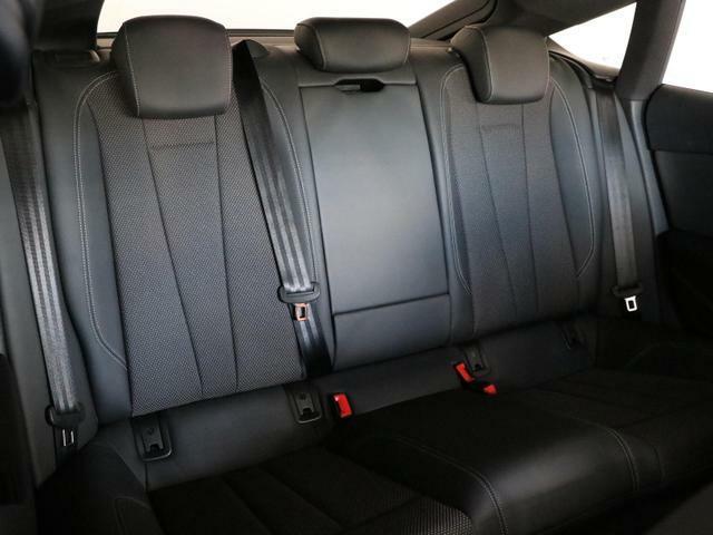 ロングドライブでも疲れを感じにくい、快適な室内空間です。