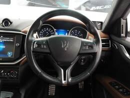 クルーズコントロール装備。任意の速度を設定することで、ノーアクセルで巡行できます。更に前方の車両との距離を認識し加速や減速を行うので、長距離ドライブの強い味方になります。