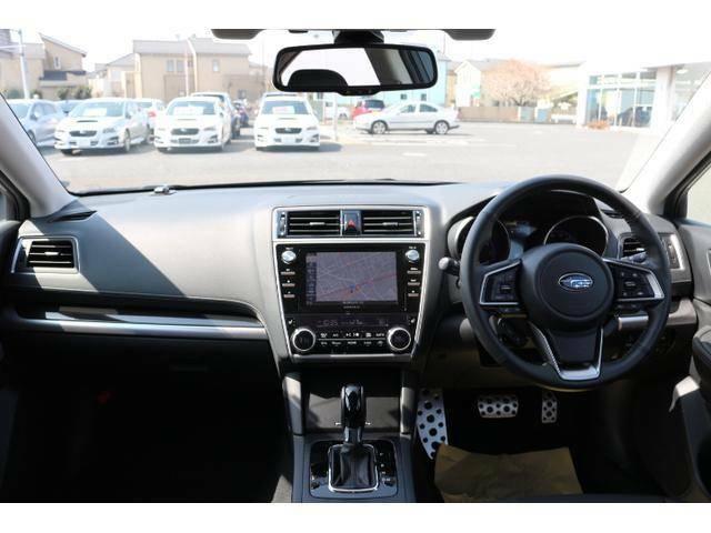 ★スポーティでスタイリッシュな操作性の良い運転席です。★万が一も安心なプリクラッシュブレーキ、高速道路走行もラクラクな追従型クルーズコントロール付きで安心便利です。★
