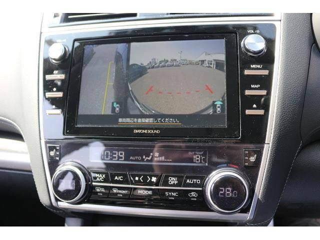 ★フロント+サイドビューモニターです。★助手席側ドアミラー、車両前方に装着されたカメラ映像をディスプレイに表示します。死角となる自車の左前方を確認できます。★