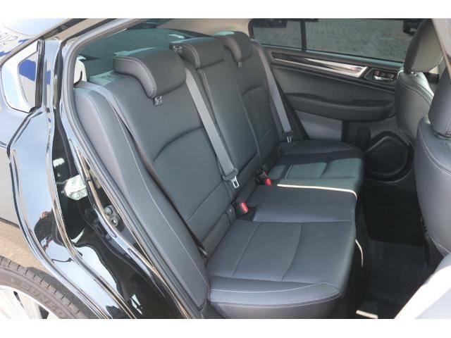 ★後席シートです。足元広々でゆったり座れます。★カーテンエアバック採用で、同乗者の安全にも配慮されております。★キレイ★