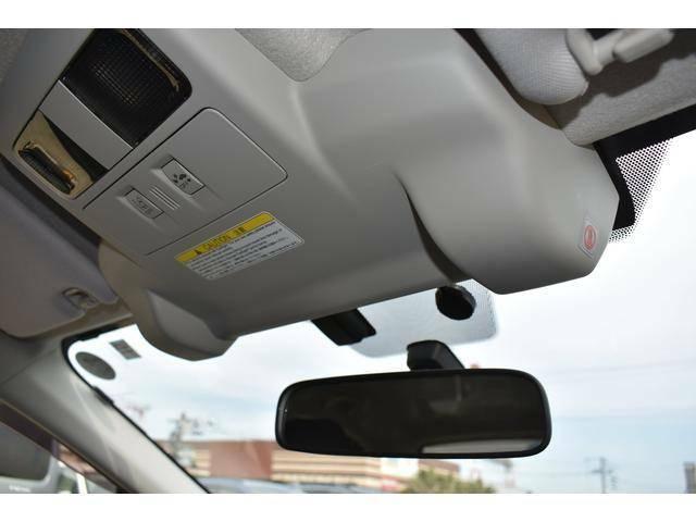 衝突軽減機能に加えて追従機能付きクルーズコントロールを装備。前方車両との車間距離を一定に保つようにクルーズコントロールを制御します。