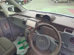 運転席は足元スペースやヘッドクリアランスも十分確保し疲れにくいポジションが取れます