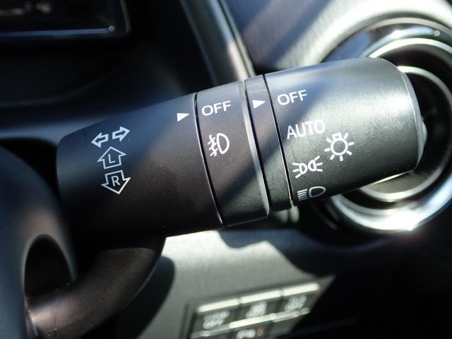 暗くなると自動にライトを点灯しますオートライトシステム。昼間でもトンネルなどの暗い場所に差し掛かるとライトを点灯しますのでとっても便利です☆